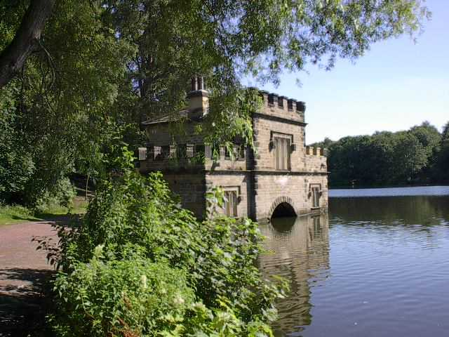 images/information/around and about/The Boathouse, Newmillerdam.jpg